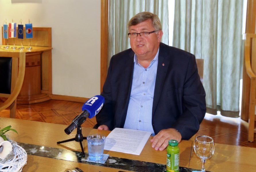 Vojko Obersnel na redovnoj konferenciji za novinare