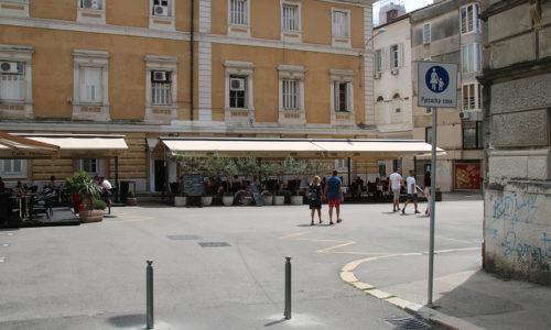 Pješačka zona na Trgu 128. brigade i Trgu Riječke rezolucije