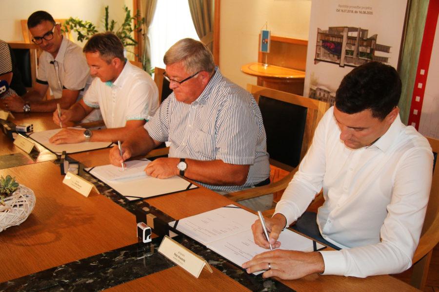 Potpisivanje ugovora za radove na gradskoj knjižnici