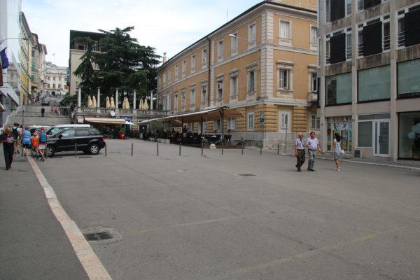 Trg 128. brigade postaje pješačka zona