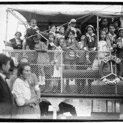 Riječka djeca odlaz na zbirnjavanje u Napulj (Vittoriale degli Italiani)