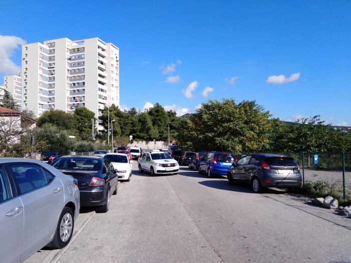 Nepropisno parkiranje u Ulici braće Pavlinić