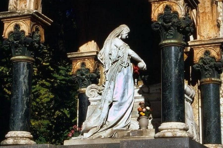 Mazolej Bakarčić-Vio na groblju Kozala