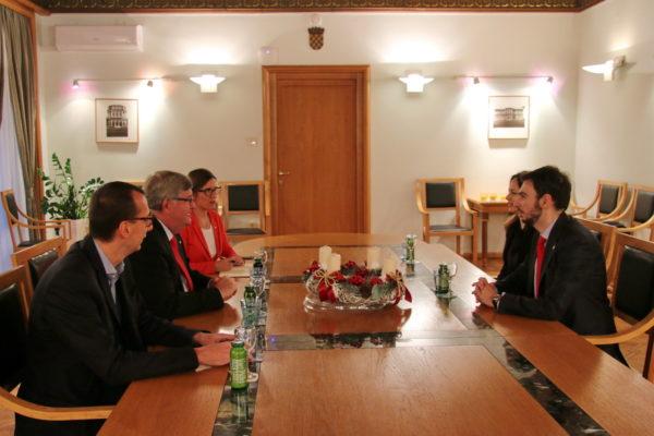 isteka njegova četverogodišnjeg mandata, Palminterija su primili gradonačelnik Rijeke Vojko Obersnel i njegov zamjenik Marko Filipović
