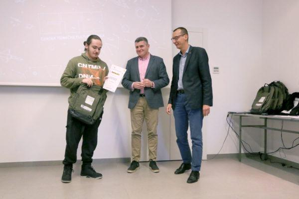 """Uručene nagrade polaznicima radionica projekta """"Budi++"""" za darovite učenike (4)"""