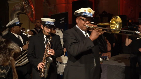 The Paulin Brothers Brass Band iz New Orleansa