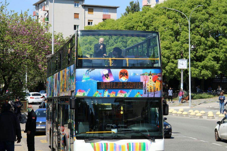 Koncert Damira Urbana iz turističkog autobusa
