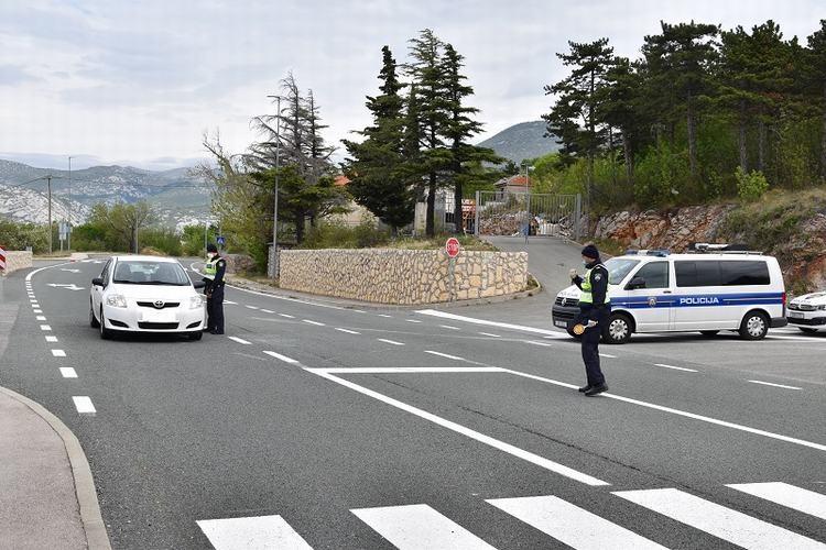 Kontrola epropusnica (foto: PU Primorsko-goranska)