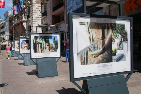 Izložba na postamentima u povodu Tjedna upoznavanja groblja Europe