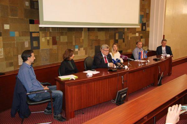 Dejan Travica, Karla Mušković, Vojko Obersnel, maja Pudić, Karlo Balenović i Pjer Orlić