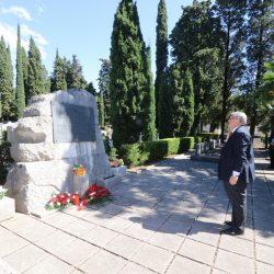 Polaganje vijenca na Partizanskom groblju Kozala