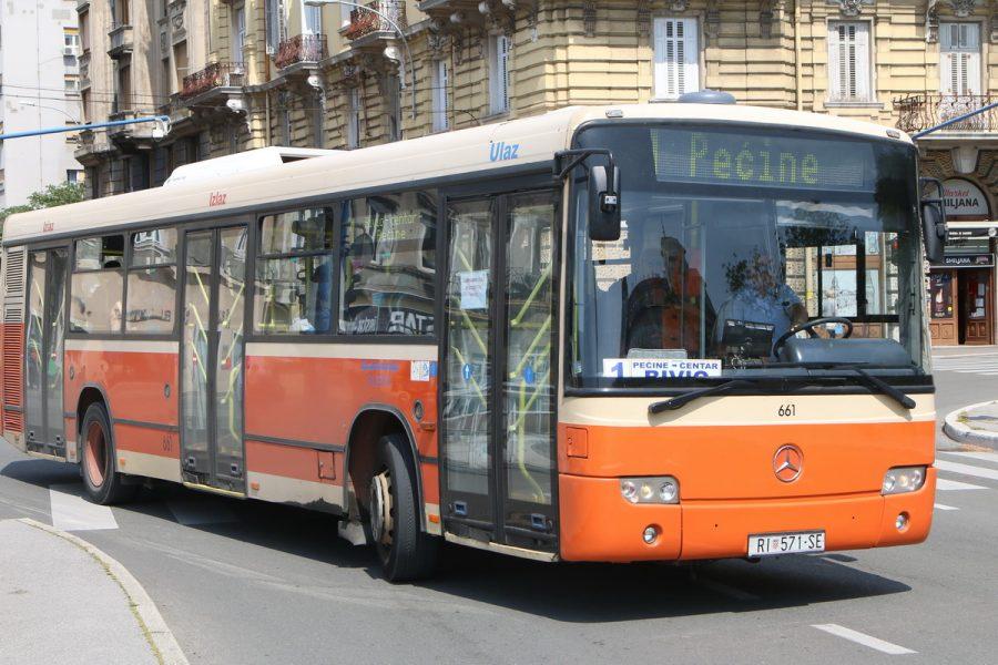 Autobus Autotroleja