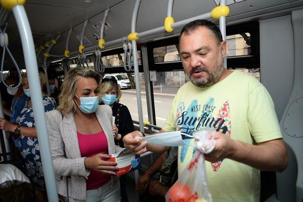 Autotrolej dijelio zaštitne maske u autobusima (foto: RiPortal)