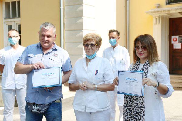 Biserka Trošelj Vukić uručila je zahvalnice Daliboru Horvatu i Lidiji Šušak