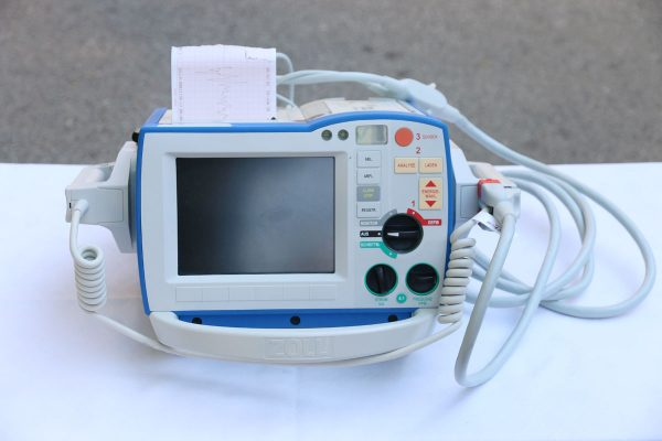 Donirani uređaj defibrilator/ monitor