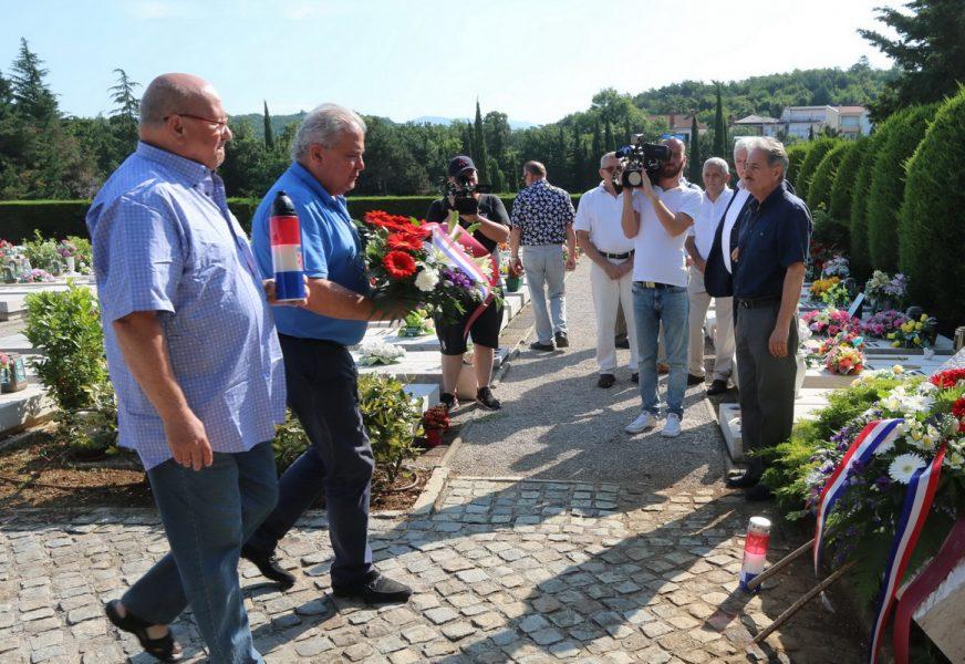 Polaganje vijenaca u povodu obilježavanja 29. godišnjice 111. brigade 2