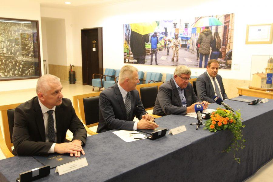 Potpisivanje ugovora za nabavku novih 15 autobusa putem UAR
