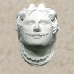 Replika kamene glave s pročelja palače Šećerane