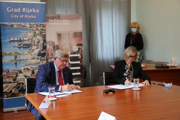 Sporazum ne samo na pokretanju već i radu studija i centra potpisali su gradonačelnik Rijeke Vojko Obersnel i rektorica Sveučilišta u Rijeci Snježana Prijić Samaržija