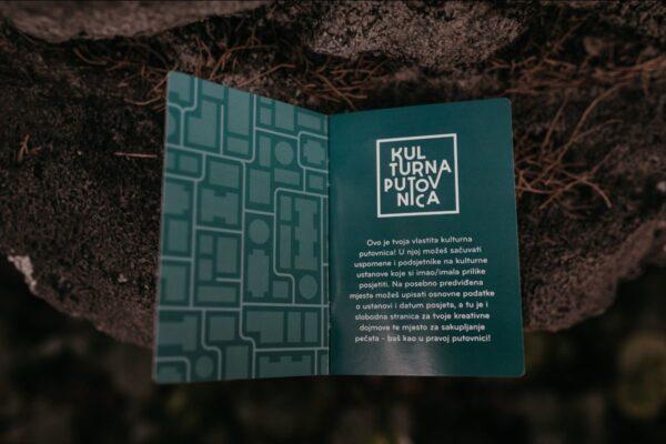 Kulturna putovnica je didaktički materijal dizajniran i tiskan posebno za ovaj edukativni program