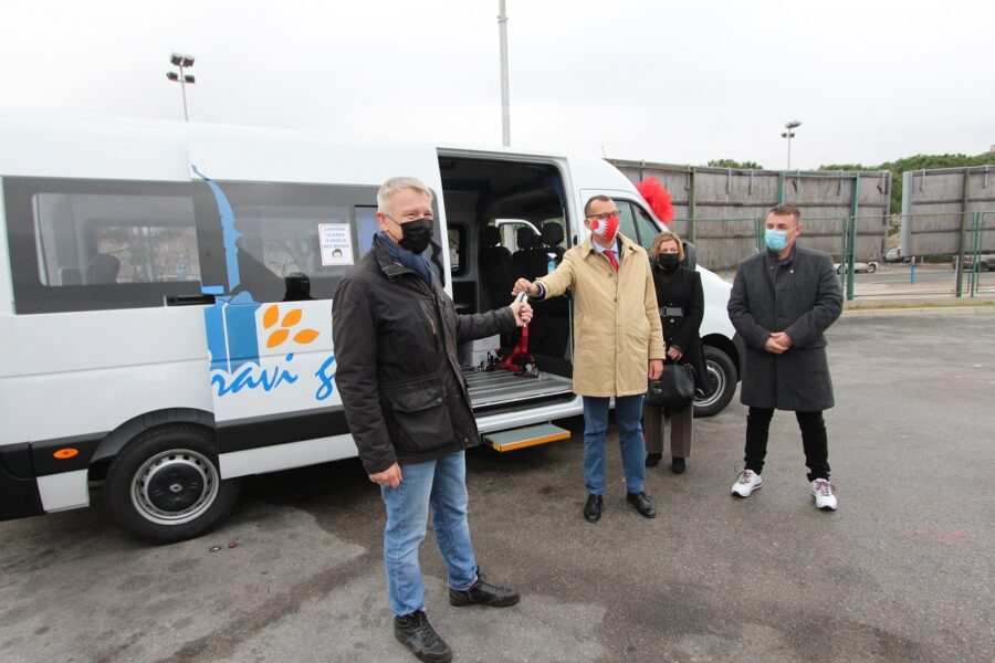 Autotroleju donirano novo vozilo za prijevoz osoba s invaliditetom