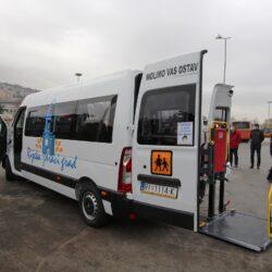 Kombi vozilo posebno prilagođeno osobama s invaliditetom