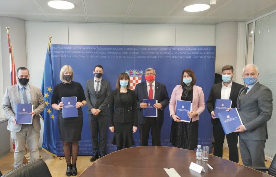Uručenje ugovora za ITU projekte UA Rijeka
