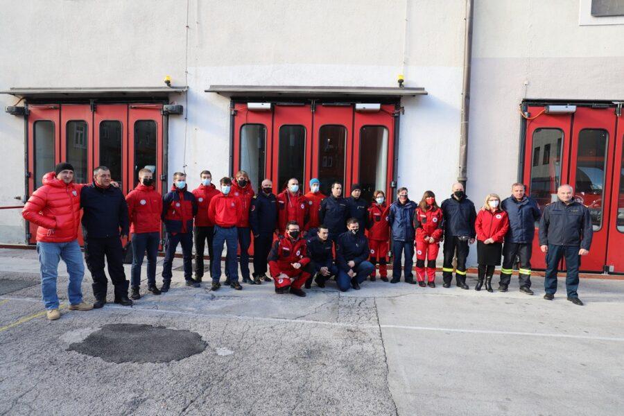 Pripadnici službi koji su pomagali na potresom pogođenim područjima