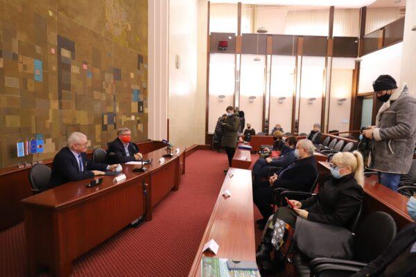 Potpisivanju Ugovora prisustvovali su i zamjenik gradonačelnika Nikola Ivaniš, pročelnica Odjela za komunalni sustav Irena Miličević i pročelnica Odjela za javnu Nada Gunjača