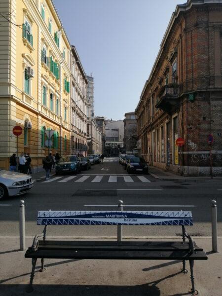 U sklopu projekta Kako čitati kvart postavljene klupe na Šetalištu A.K. Miošića