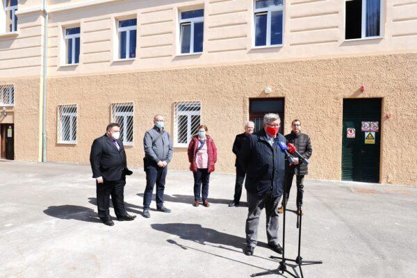Riječki gradonačelnik Vojko Obersnel sa suradnicima i zamjenicima Markom Filipovićem i Nikolom Ivanišem
