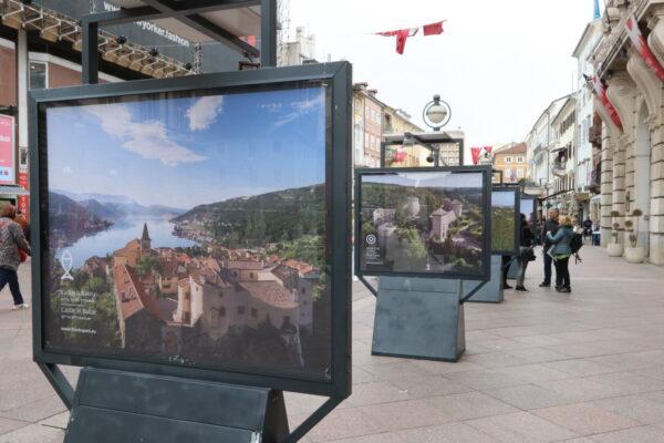 Na panelima se predstavljaju obnovljeni dvorci i uređeni interpretacijski centri