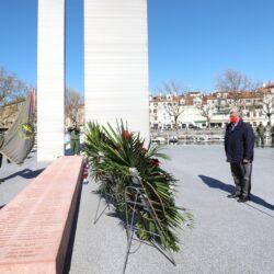 Polaganje vijenaca na Spomeniku kod Mosta hrvatskih branitelja na Delti