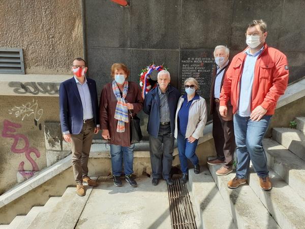 Polaganje vijenca na spomenik trinaestorice strijeljanih