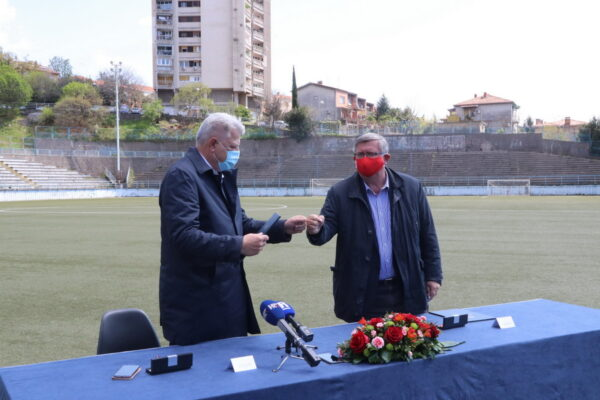 Zajedničkom suradnjom do ulaganja 2 milijuna kuna u obnovu travnjaka nogometnog igrališta na Podmurvicama