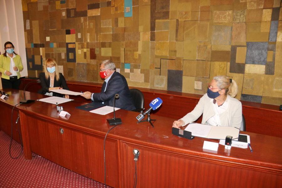 Potpisivanje ugovora o organizaciji Europskog juniorskog prvenstva u skokovima u vodu