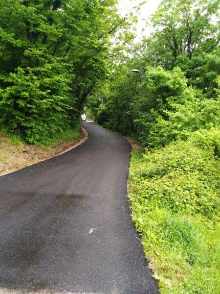 Asfaltirani dio ceste prema mjesnom groblju