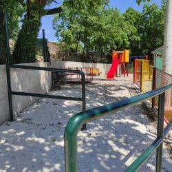 Ulaz u dječji park u Ulici Josipa Mohorića - zaštitna ograda