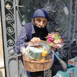 Gradonačelnik Marko Filipović uručio poklon baki Kati Gradonačelnik Marko Filipović uručio poklon baki Kati