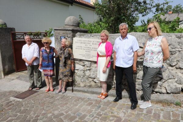 Otkrivanju ploče su prisustvovali su zamjenica riječkog gradonačelnika Krpan, predstavnici Udruge Bez granica, članovi obitelji Grohovac i Potner