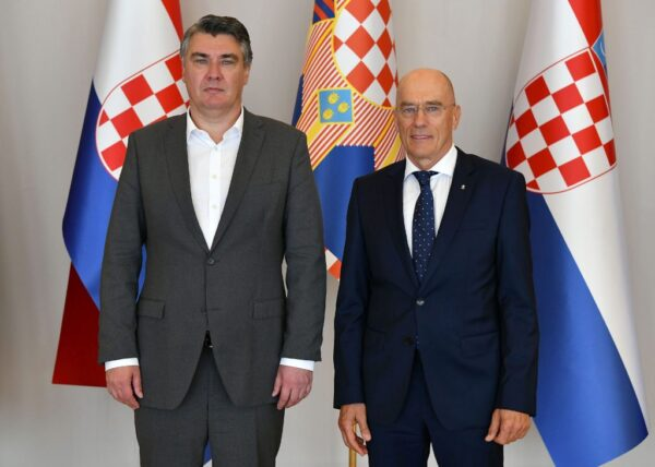 Predsjednik Milanović primio voditelja projekta Esimit Europa foto: Ured predsjednika Republike Hrvatske/Tomislav Bušljeta)